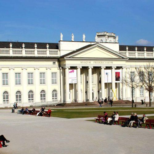Friedrichsplatz mit Fridericianum © geokulturzeit
