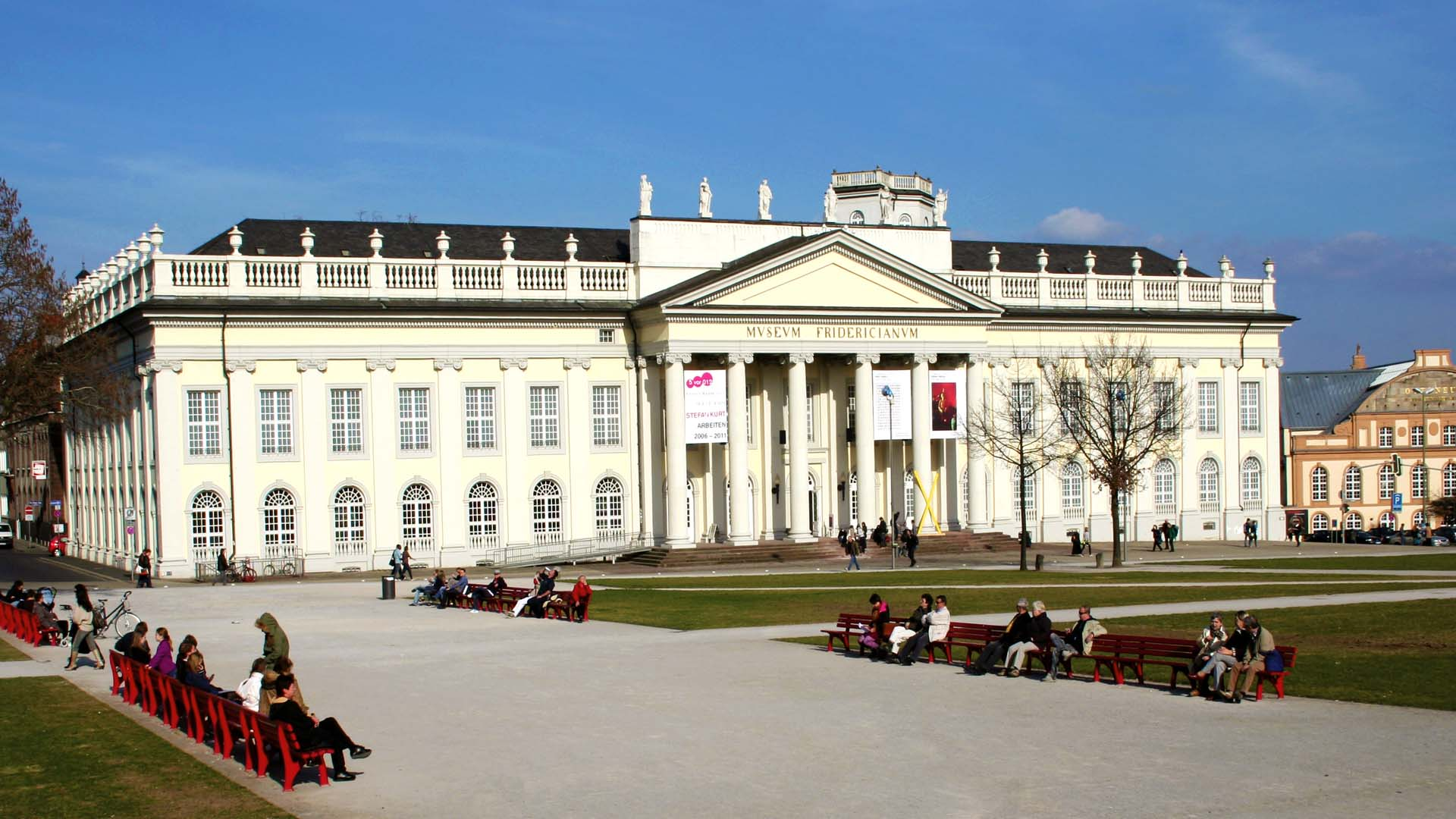 Friedrichsplatz mit Fridericianum, Kassel © geokulturzeit-Studienreisen