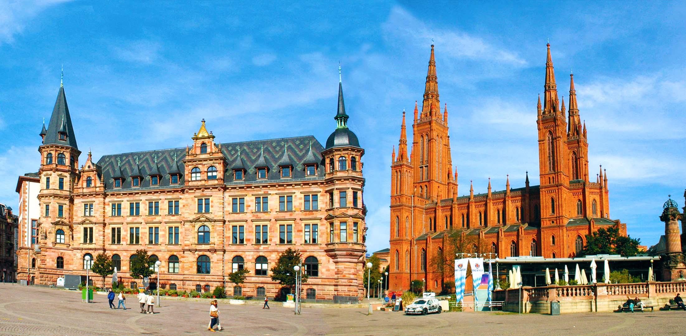 Rathaus am Schlossplatz und Marktkirche Wiesbaden